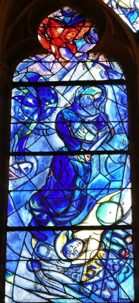 Marc Chagall, Le sacrifice d'Abraham, lancette A, baie n°11, déambulatoire nord de la cathédrale de Metz,  photographie lavieb-aile.