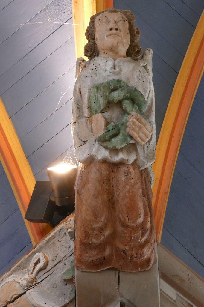 Ange portant la couronne d'épines, église Saint-Suliau de Sizun, photographie lavieb-aile.
