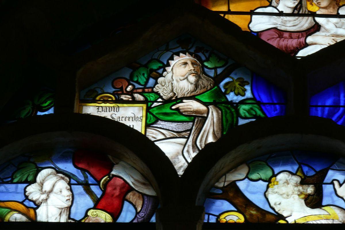 Tympan du vitrail de l'Arbre aux Sibylles, Collégiale Notre-Dame-du-Fort d'Étampes. Photographie lavieb-aile.