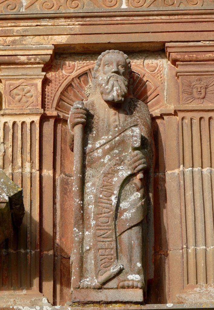 Saint Thomas.  Credo apostolique de l'ossuaire de l'enclos paroissial de Sizun. Photographie lavieb-aile.