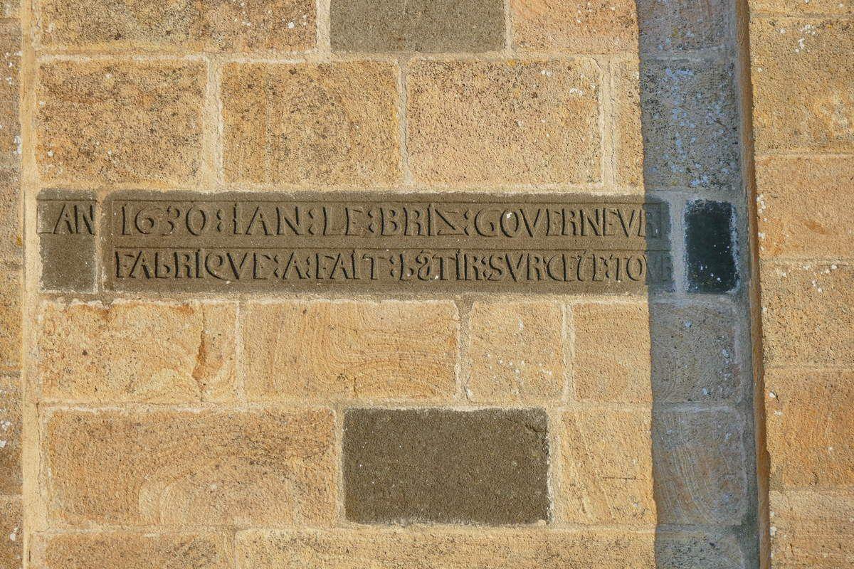 1630. Face sud du premier étage de la tour. église Saint-Sauveur, Le Faou. Photographie lavieb-aile.