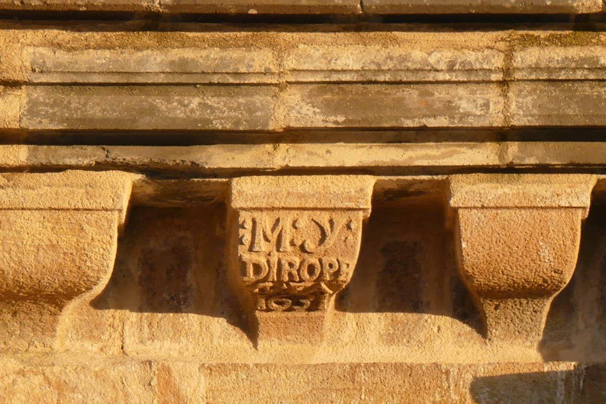 1631. Face sud du premier étage de la tour. église Saint-Sauveur, Le Faou. Photographie lavieb-aile.