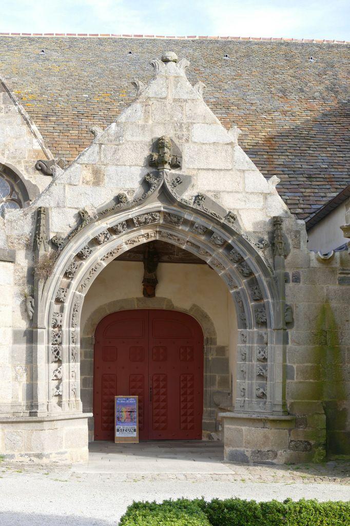 Porche sud, église Saint-Suliau, enclos paroissial de Sizun, photographie lavieb-aile.