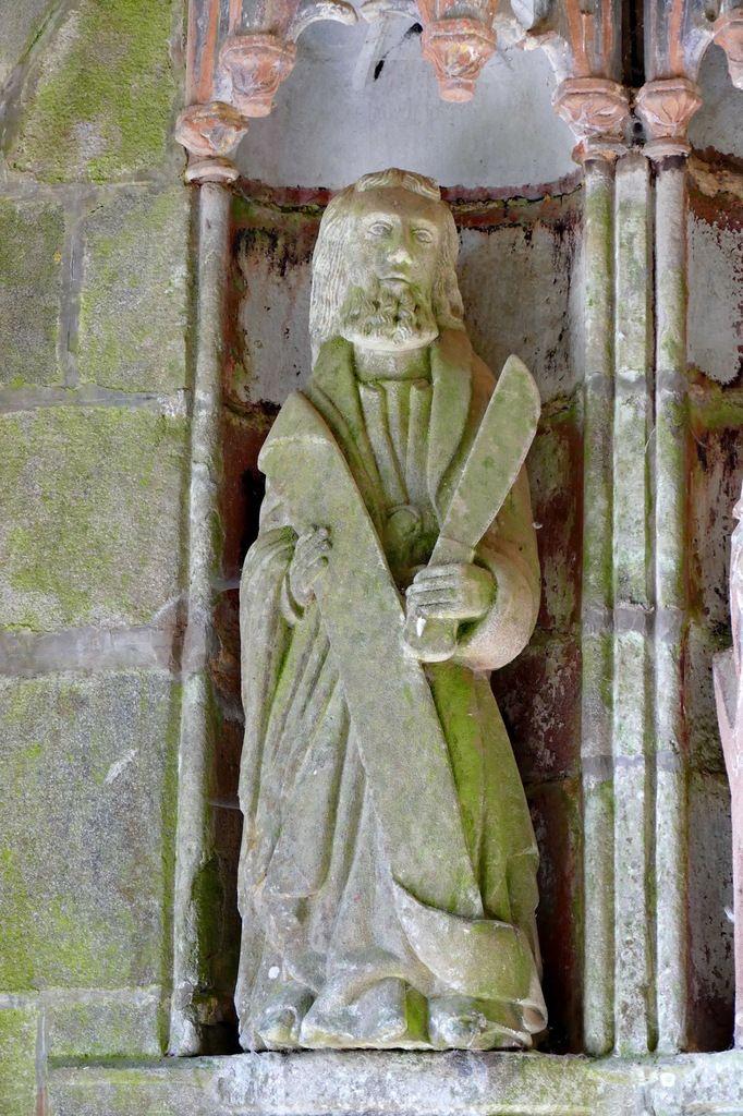 Apôtre Barthélémy,  porche sud de l'église de Rumengol. Photographie lavieb-aile.