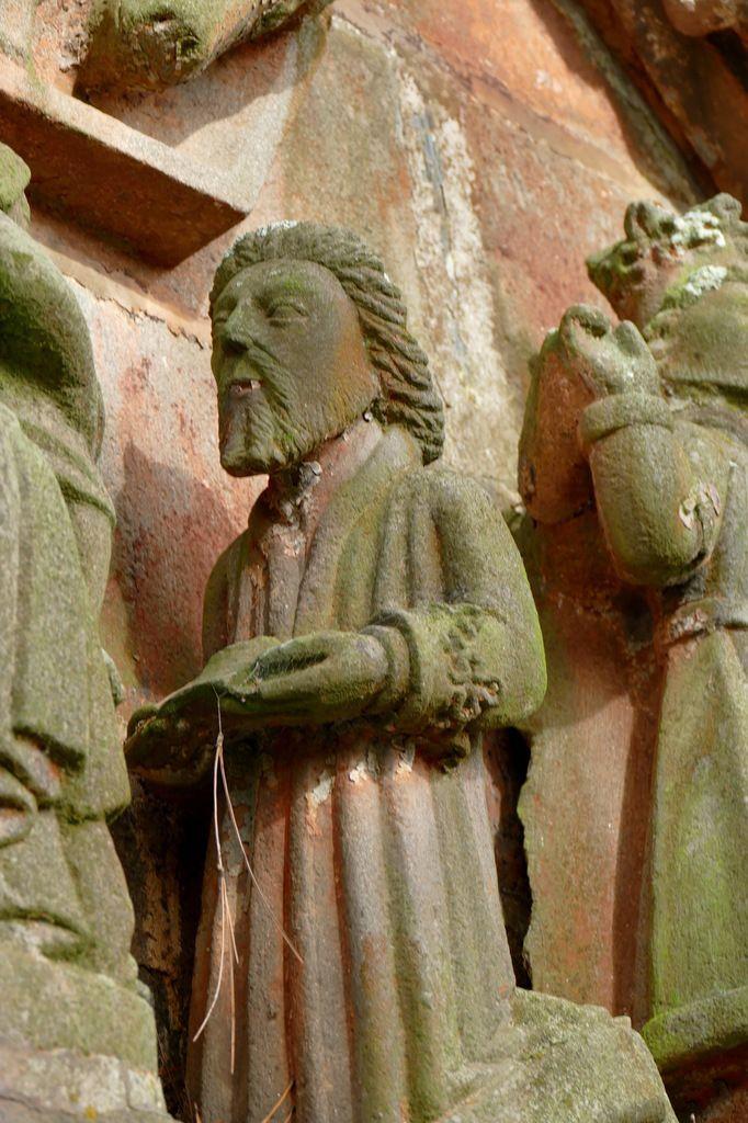 Adoration des Mages, porche sud de l'église de Rumengol. Photographie lavieb-aile.