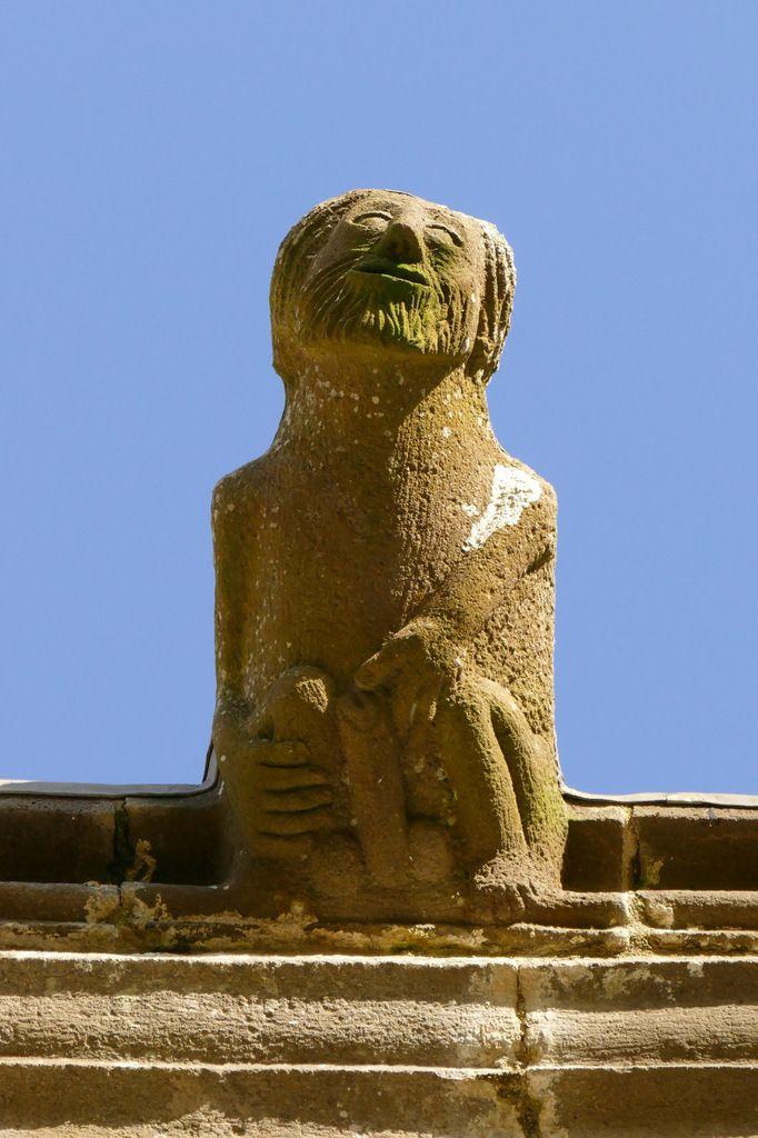 Gargouille du clocher de l'église Notre-Dame de Rumengol. Photographie lavieb-aile.