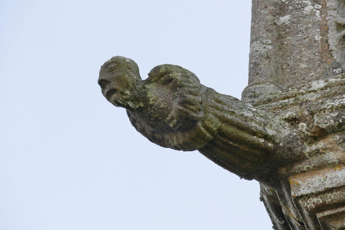 Fausse gargouille nord-est de la première galerie du clocher de l'église de Brasparts. Photographie lavieb-aile.
