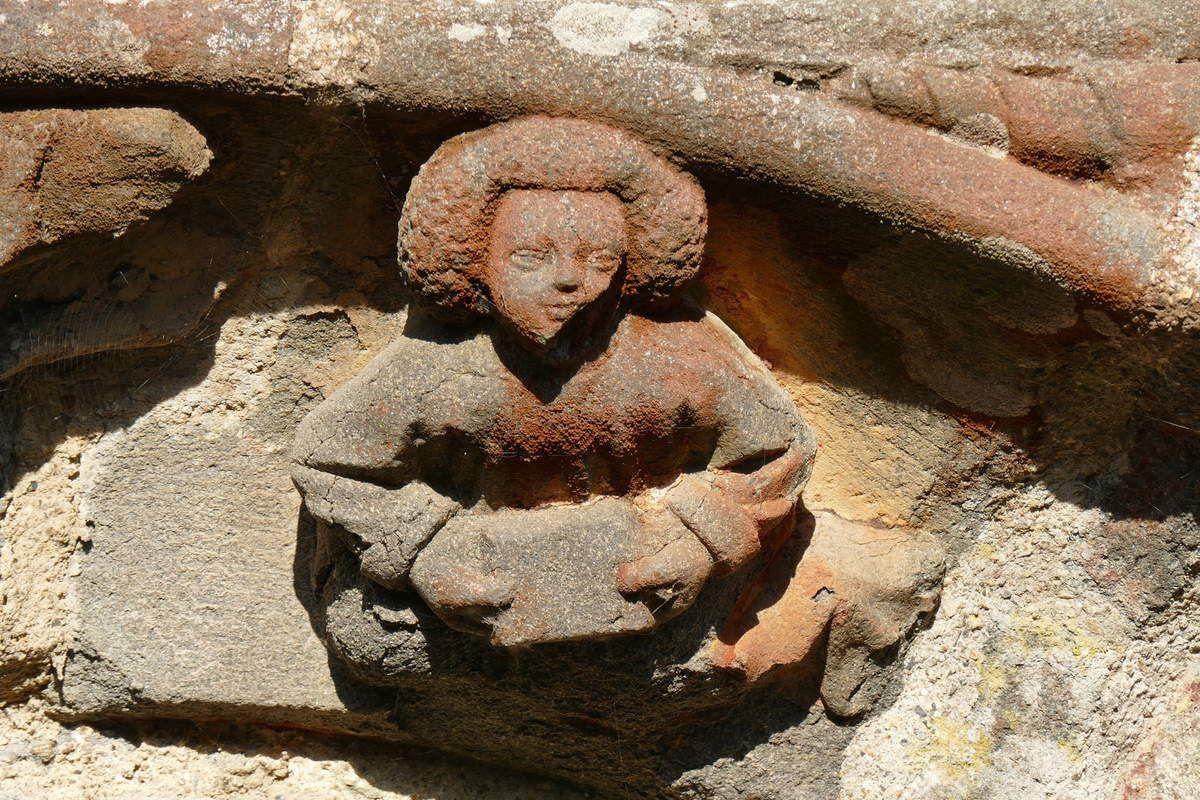 Voussure du porche sud  de l'église Saint-Salomon, La Martyre. Photographie lavieb-aile.