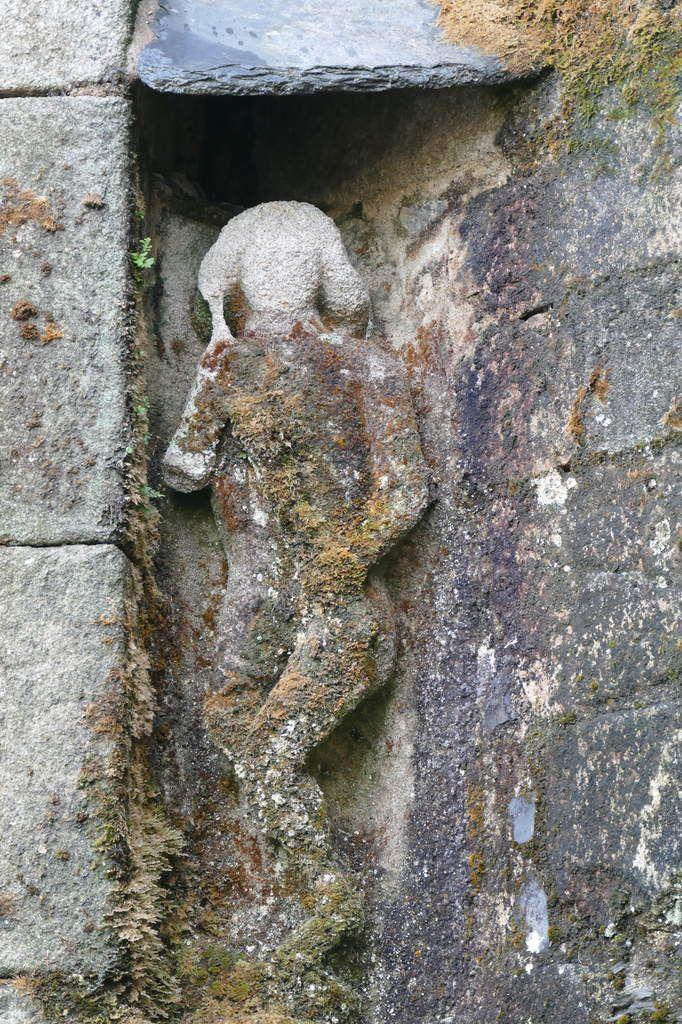 Statue, chevet de  l'église Saint-Salomon de La Martyre. Photographie lavieb-aile.