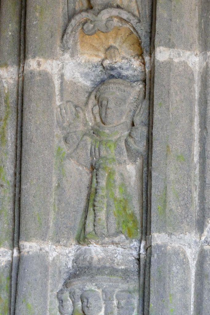 Saint François, piédroit droit du  porche méridional de l'église Saint-Houardon de Landerneau. Photographie lavieb-aile.