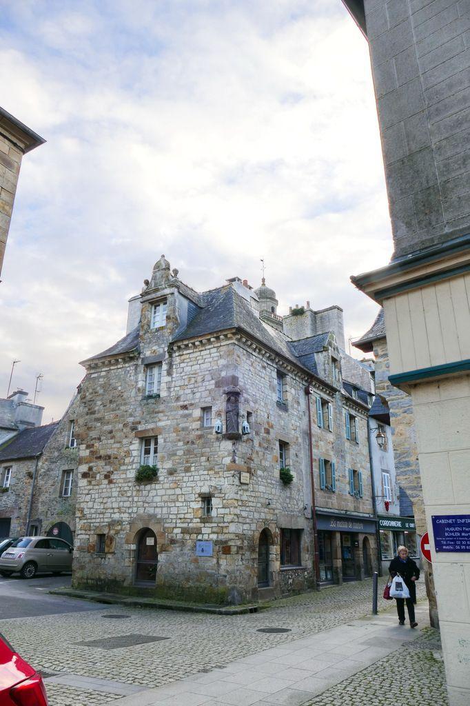 Auberge Notre-Dame de Rumengol. 1668 - 5 rue Saint-Thomas, Landerneau. Photographie lavieb-aile.