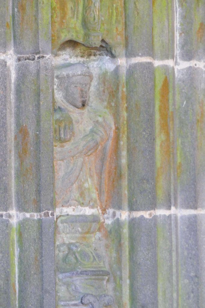 Saint Côme, piédroit droit du  porche méridional de l'église Saint-Houardon de Landerneau. Photographie lavieb-aile.