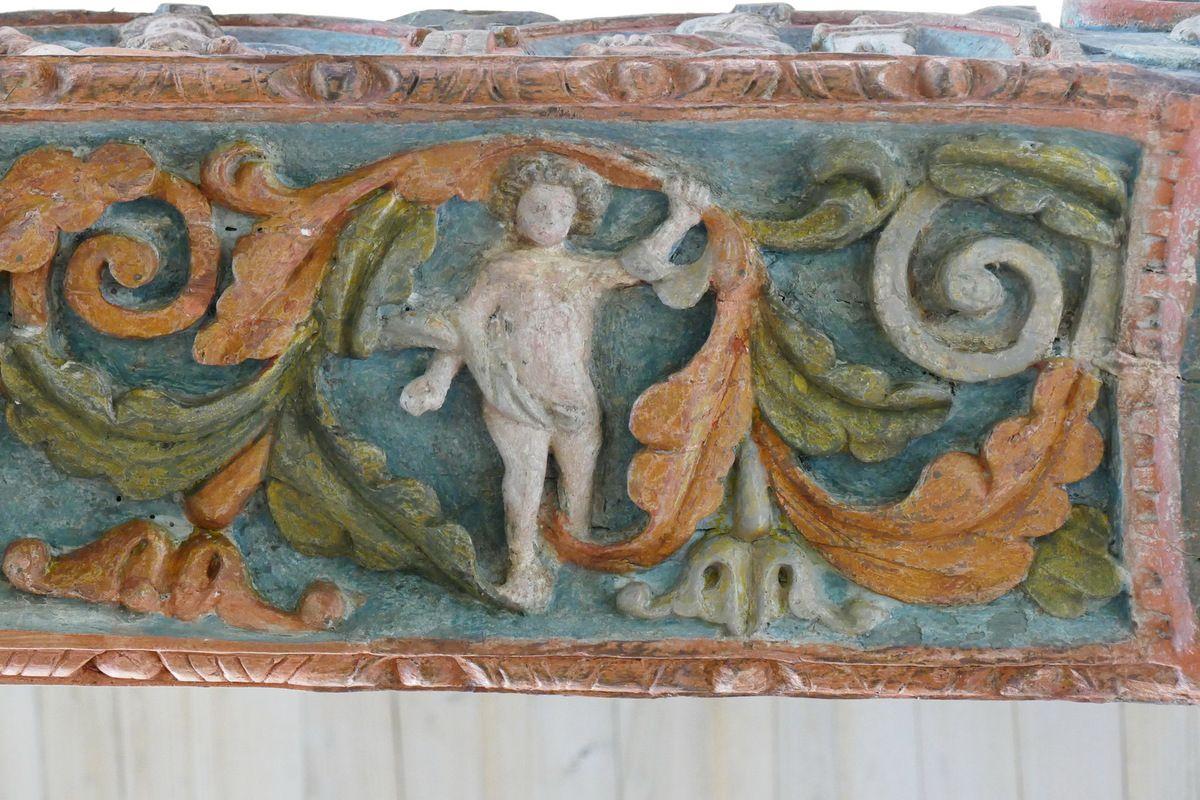 1. Éphèbe rubans et rinceaux. Poutre de Gloire (XVIe siècle) de l'église de Lampaul-Guimiliau. Photographie lavieb-aile 2016.