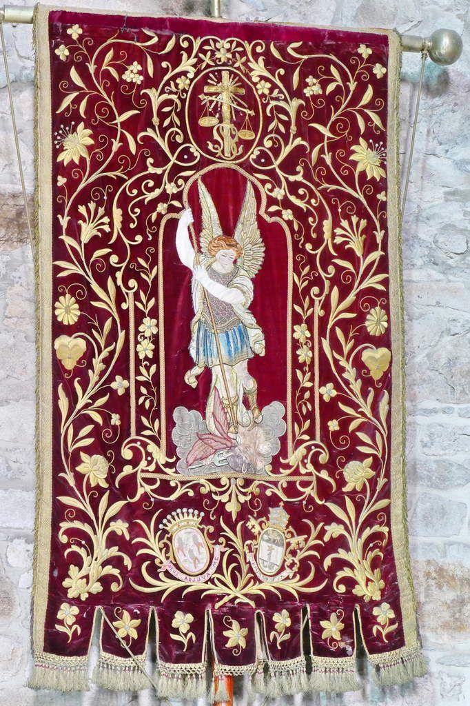 Bannière de la paroisse de Landivisiau. Photographie lavieb-aile.