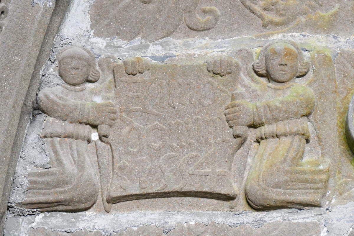 ANNO : DOMINI : 1554, Tympan du porche intérieur de l'église Saint-Thuriau de Landivisiau. Photographie lavieb-aile 2017.
