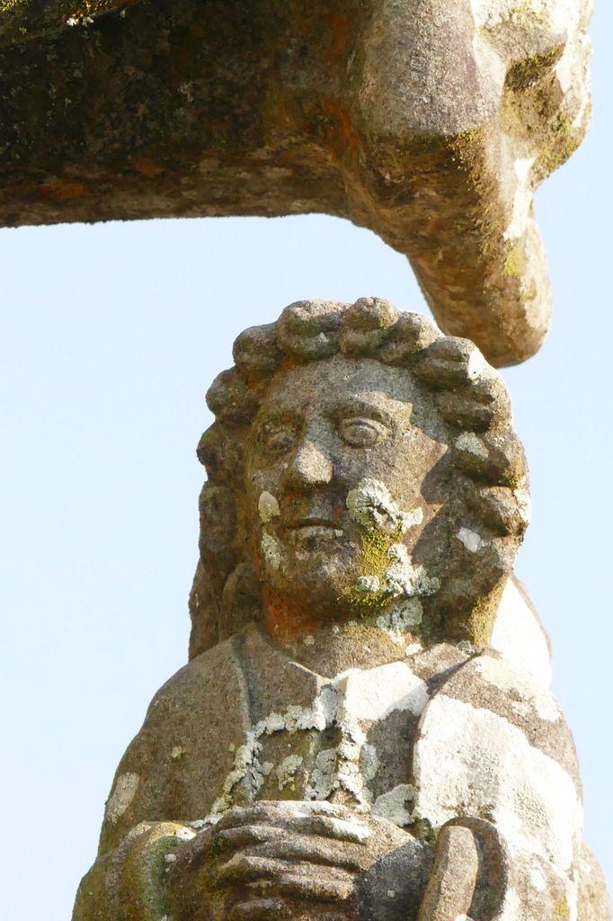 Saint Jean. Face occidentale du Calvaire (vers 1450) de Dirinon . Photographie lavieb-aile 2016.