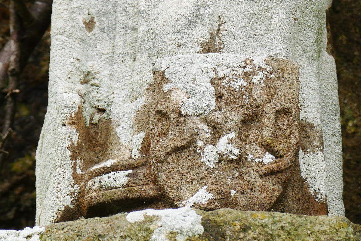 Statue de saint Fiacre (détail), chapelle Saint-Divy à Dirinon. Photographie lavieb-aile.