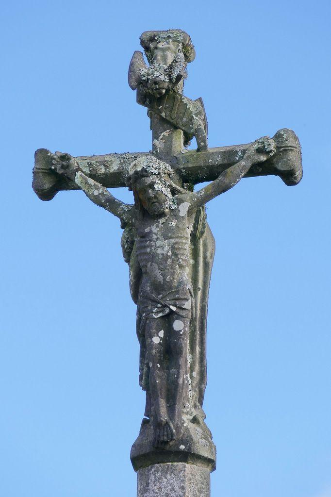 Christ en croix, Croix du bourg, Dirinon. Photographie lavieb-aile février 2017.