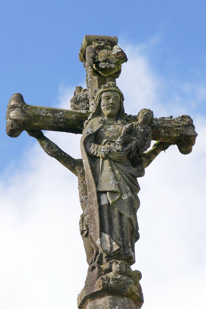 Vierge à l'Enfant, Croix du bourg, Dirinon. Photographie lavieb-aile février 2017