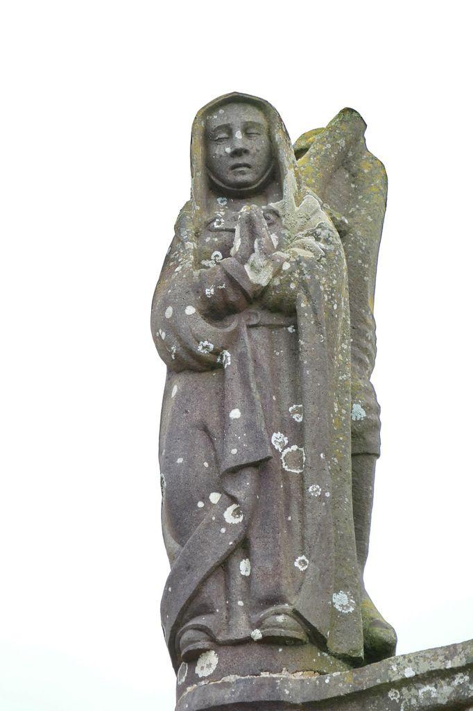 La Vierge (Bastien Prigent),  calvaire de l'église de Dinéault. Photographie lavieb-aile, février 2017.