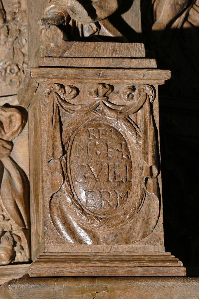 Premier médaillon à inscription, chaire à prêcher (1667), église de Guimiliau. Photographie lavieb-aile 2016.