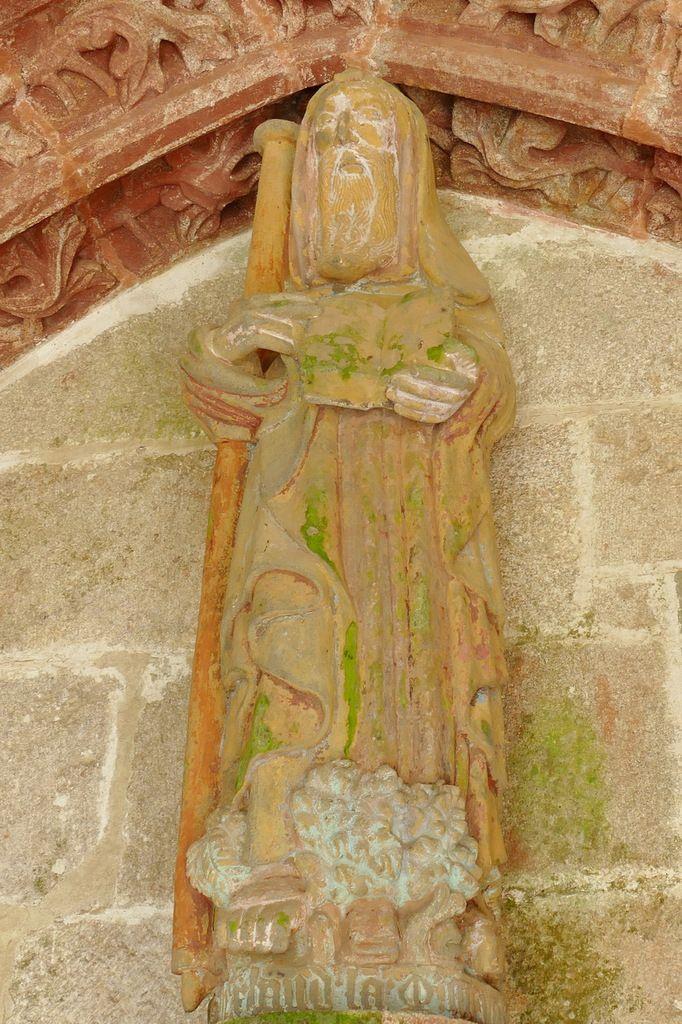Statue de saint Herbot (1481) , porche sud de la chapelle Saint-Herbot en Plonévez-du-Faou. Photographie lavieb-aile mars 2017.