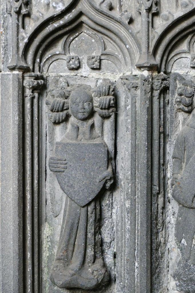 Autel des anges (kersanton, vers 1445) par l'atelier ducal du Folgoët, collégiale Notre-Dame du Folgoët. Photographie lavieb-aile avril 2017.