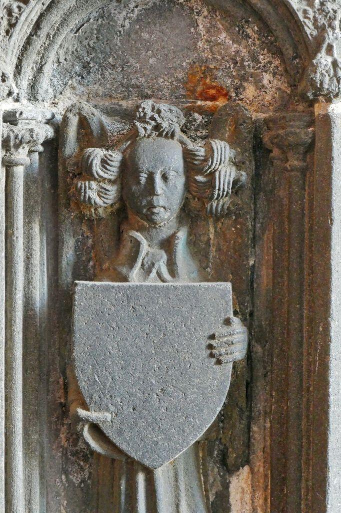 Autel des anges (kersanton, vers 1445) par l'atelier ducal du Folgoët, collégiale Notre-Dame du Folgoët. Photographie lavieb-aile.