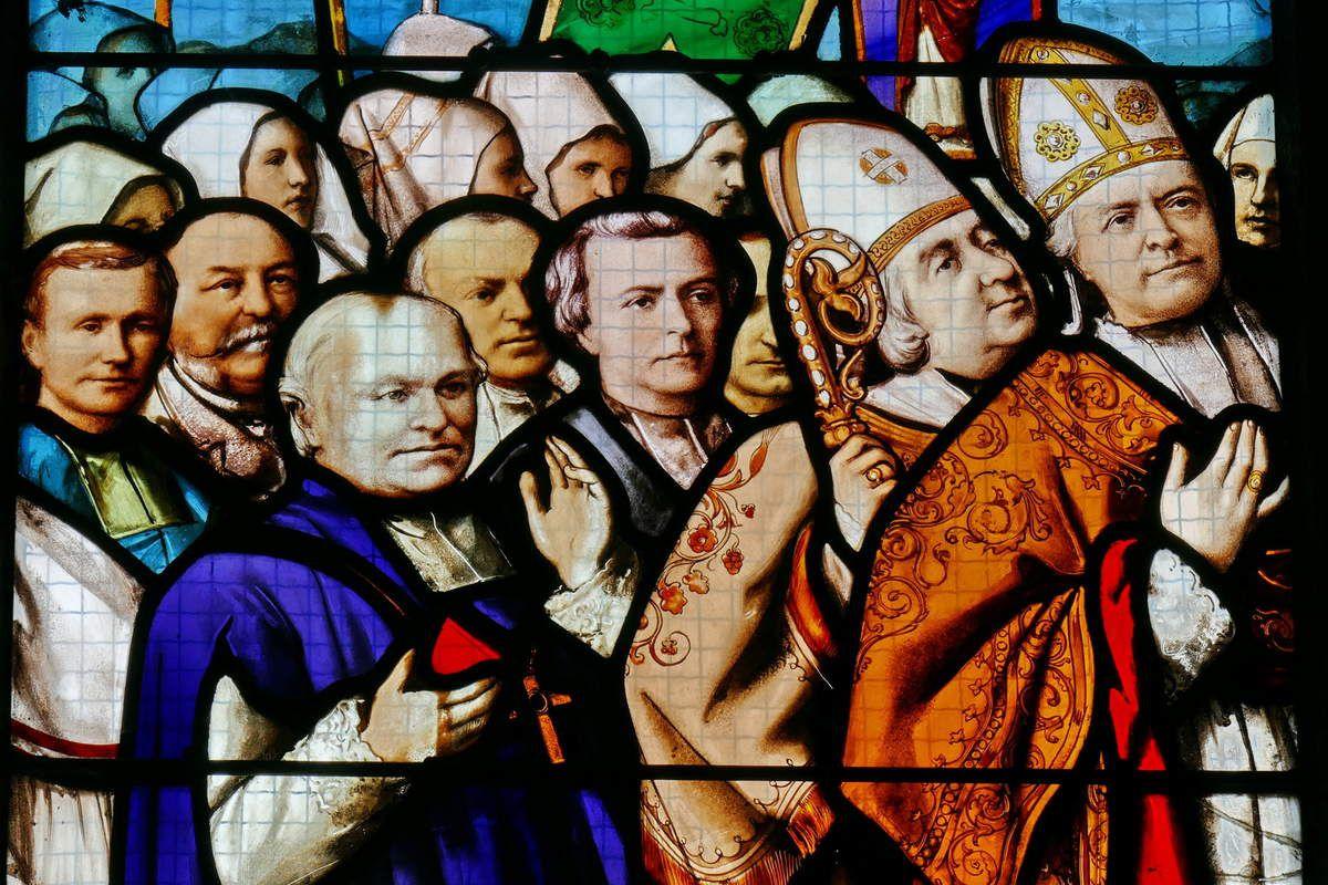 Deuxième  lancette  de la verrière du Couronnement, Émile Hirsch 1889,  baie 6 de la basilique du Folgoët. Photographie lavieb-aile mai 2017.