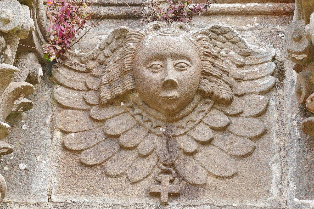 Les sculptures sur pierre de l'ancienne abbatiale de Daoulas. III. Quelques œuvres de l'église, de l'ossuaire ou de la chapelle Sainte-Anne.