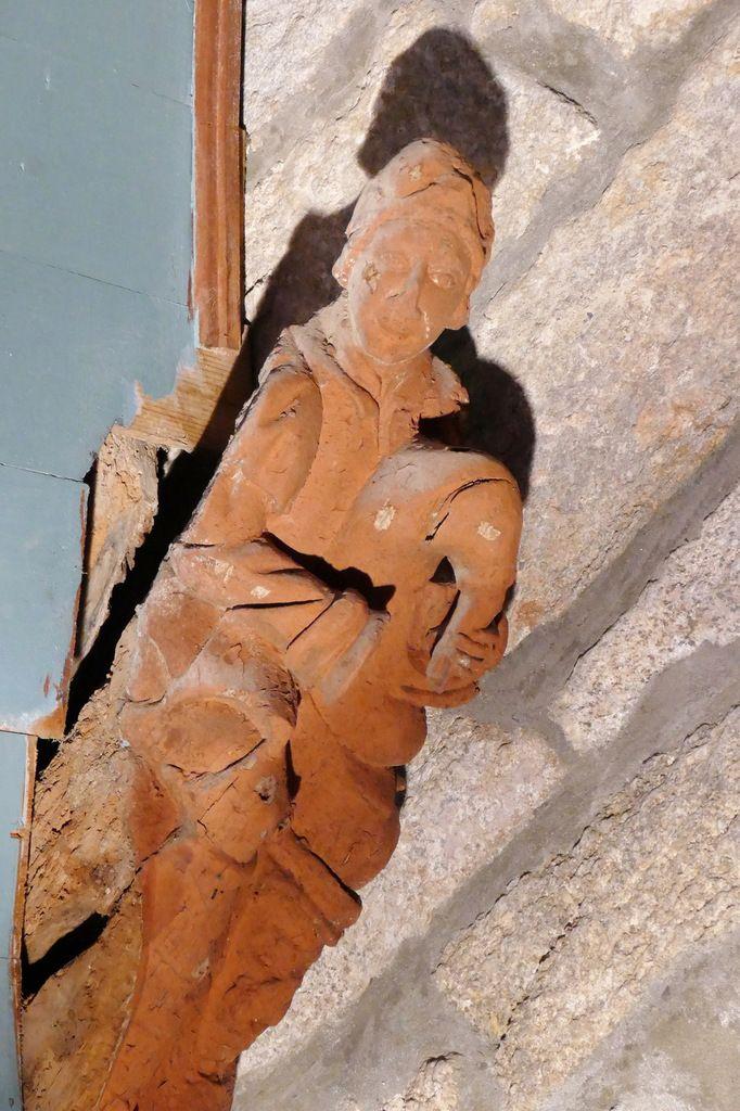 Sonneur de cornemuse, blochet du bas-coté sud, Maître de Pleyben,  nef de l'église de Saint-Divy. Photographie lavieb-aile juillet 2017.
