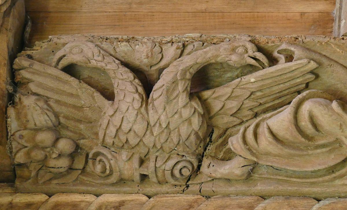 Aigle bicéphale, deuxième sablière  par le Maître de Pleyben v. 1575, quatrième travée du bas-coté nord, chapelle Sainte-Marie-du-Ménez-Hom.  Photographie lavieb-aile juillet 2017.