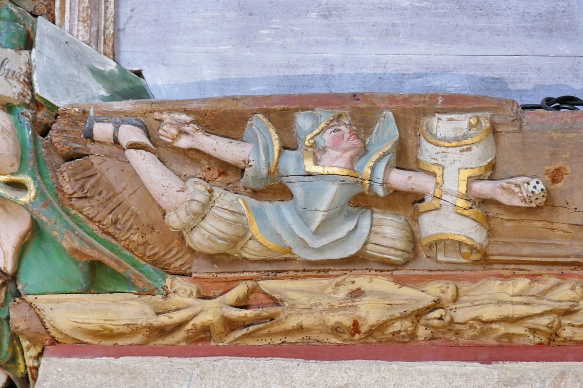 Le cuir des Deux soldats romains jouant aux dés la Tunique du Christ, sablière du coté occidental du transept nord, atelier du Maître de Pleyben (vers 1571), église Saint-Germain de Pleyben. Photographie lavieb-aile juillet 2017.