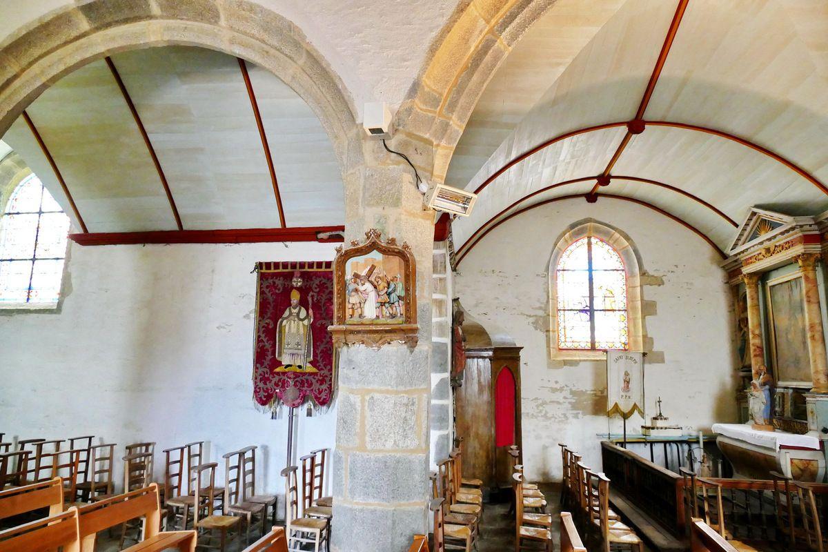 Bas-coté nord de l'église Sainte-Pitère, Le Tréhou. Photographie lavieb-aile août 2017.