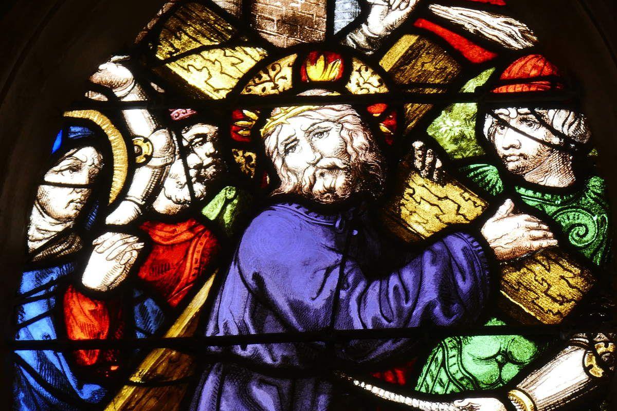 Le Portement de croix, (moderne),  maîtresse-vitre de l'église Saint-Yves de La Roche-Maurice. Photographie lavieb-aile septembre 2017.