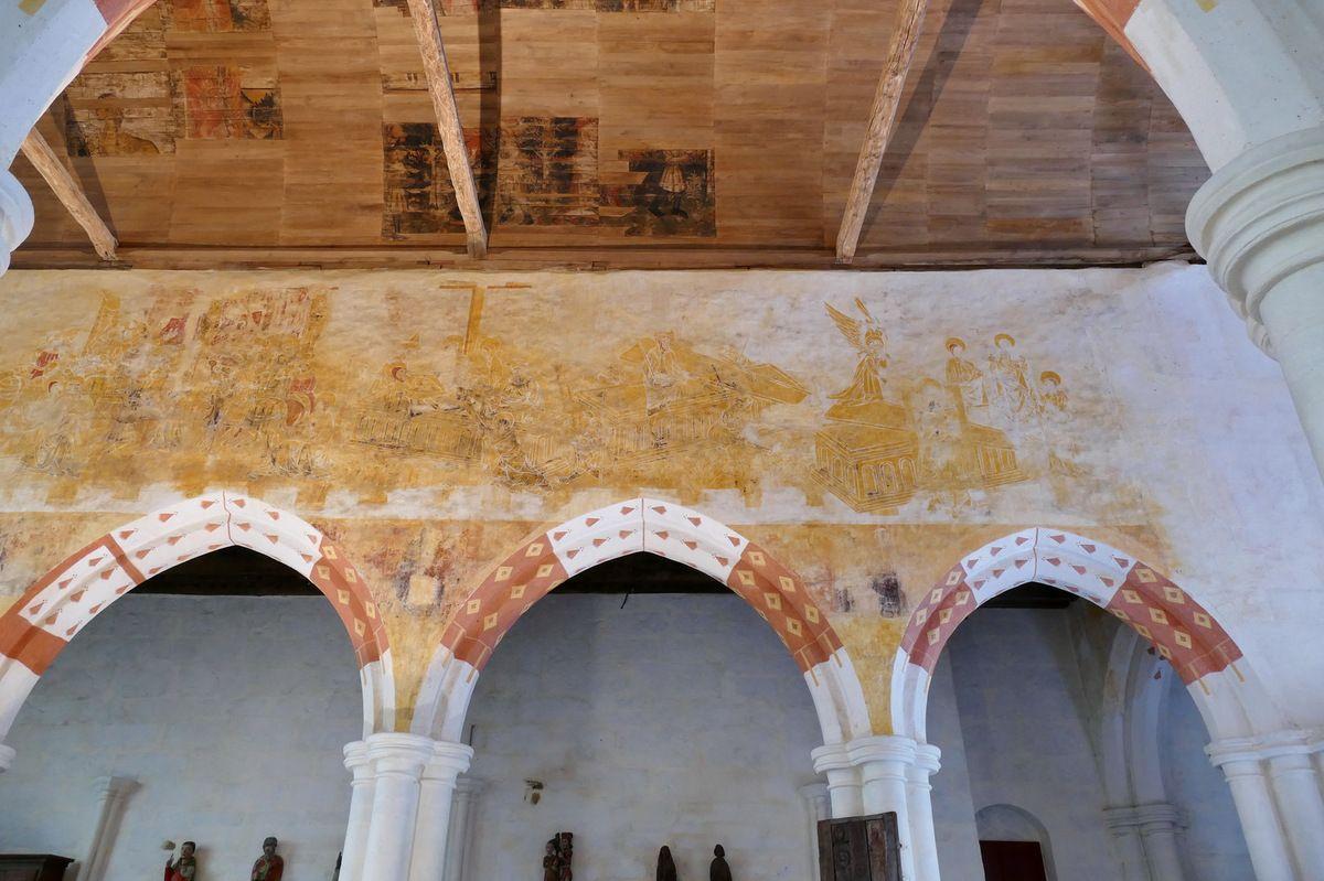 Les arcades médianes du coté sud de la nef, peintures murales de la chapelle Saint-Jacques à Saint-Léon, Merléac. Photographie lavieb-aile septembre 2017.
