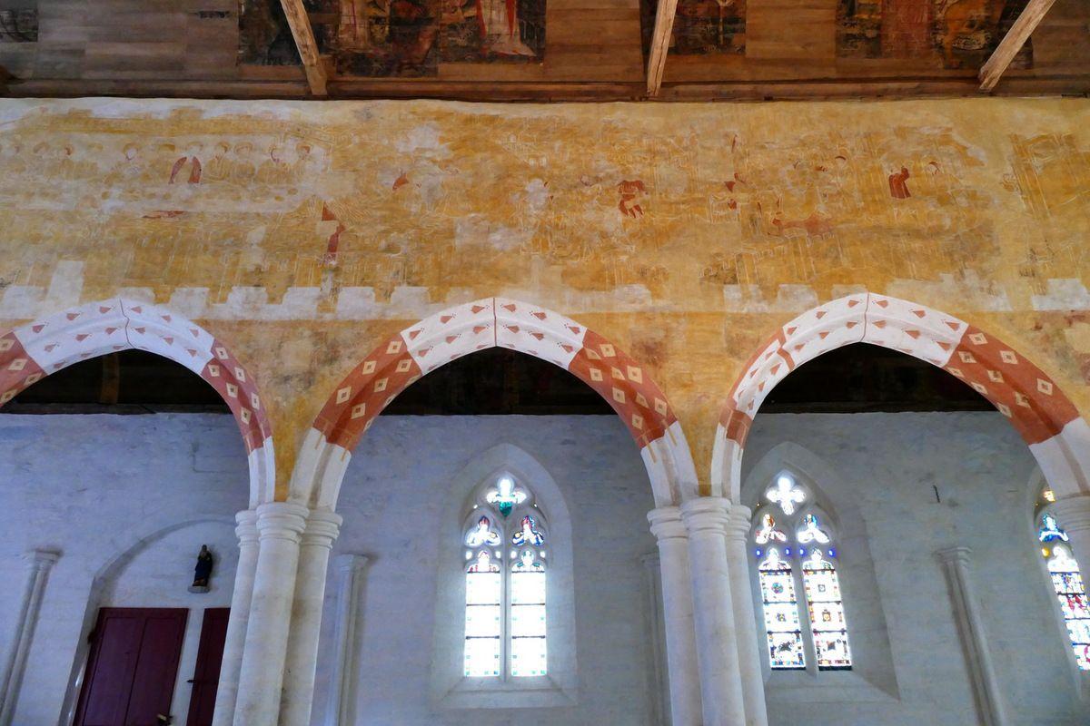 Coté nord de la nef,   peintures murales de la chapelle Saint-Jacques à Saint-Léon, Merléac. Photographie lavieb-aile septembre 2017.