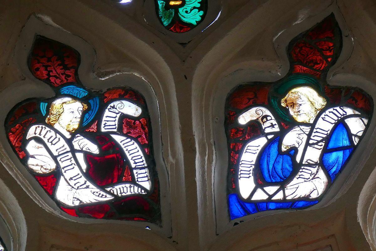 Tympan de la maîtresse vitre de 1402 de la chapelle saint-Jacques à Merléac. Photographie lavieb-aile septembre 2017.