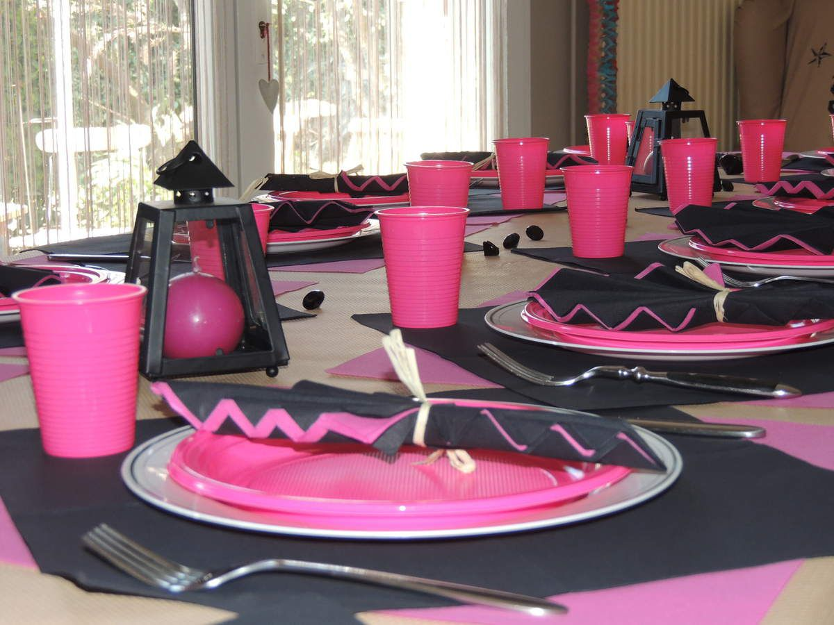 Table anniversaire rose noir ellodis and chris for Deco table rose et noir