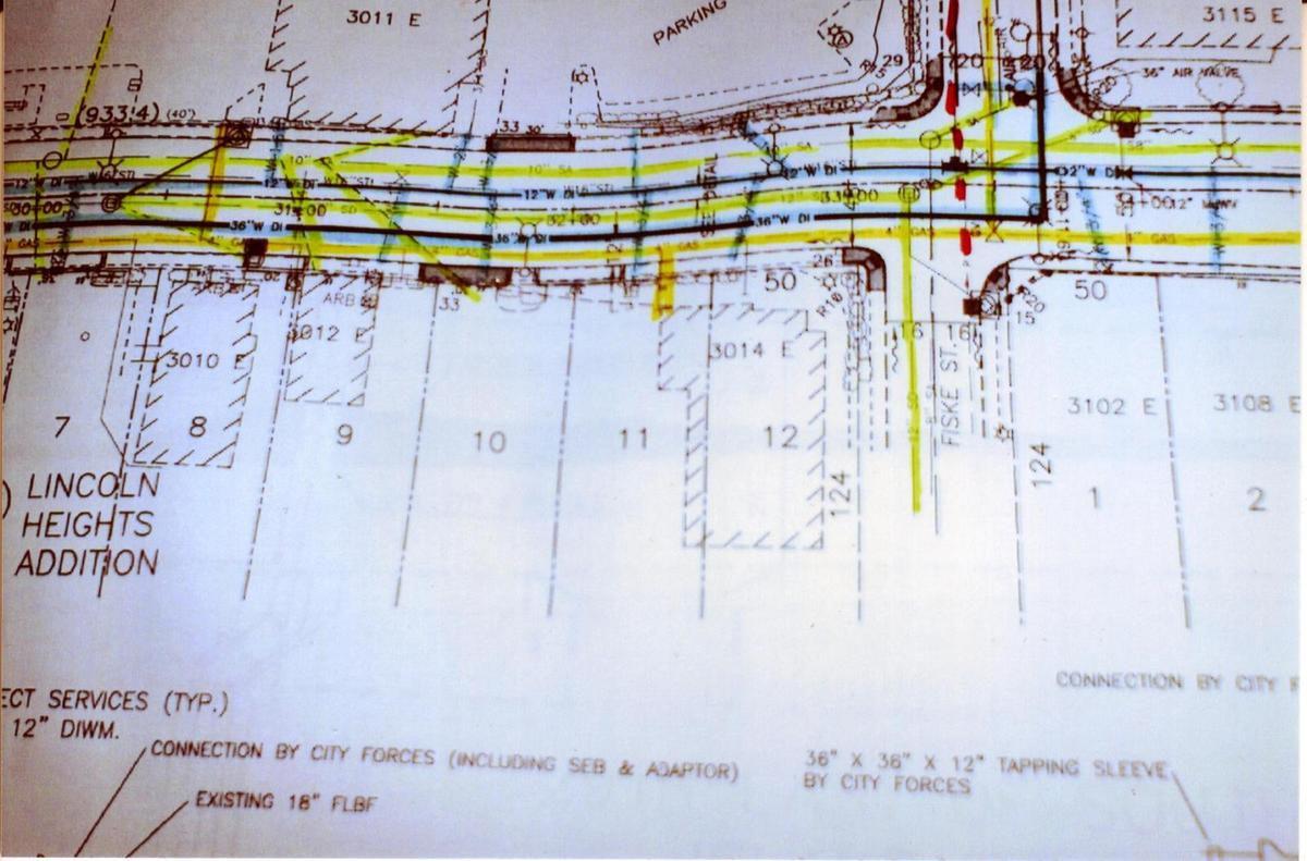 """Los verdaderos planos muestran una red paralela secundaria de suministro de algo no especificado y """"contenido"""" con válvulas de presión."""