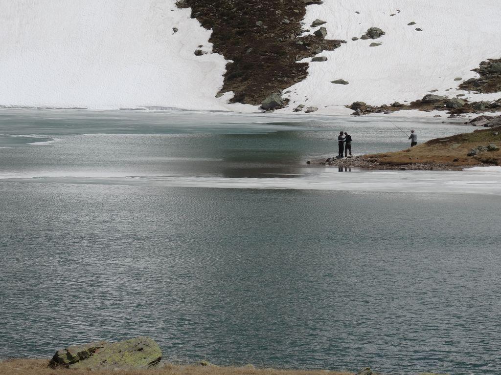 Malgré la longue marche d'approche, ces lacs attirent de nombreux pêcheurs (truites fario)