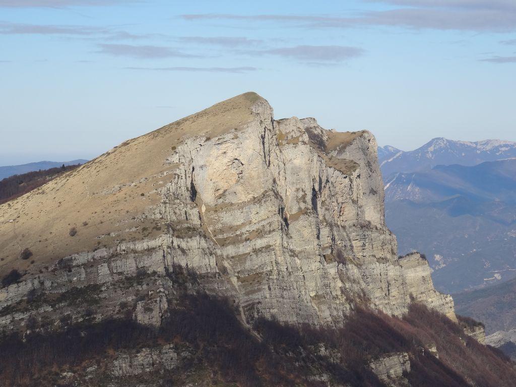 On atteint et dépasse le sommet du Grand Delmas (photo ci-dessus)
