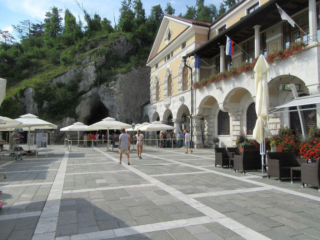 Entrée des grottes de Postojna et retour au camping de Pivka Jama