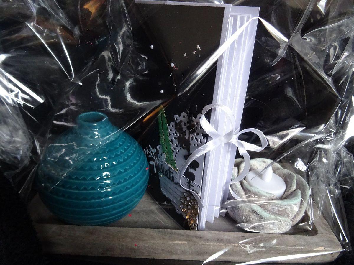 Pour présenter le tout, j'ai ajouté un petit plateau de chez action, avec un vase et un bougeoir