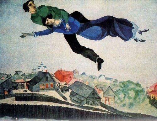 Le Songe, ci-dessus, a été peint par Chagall en 1984, un an avant son décès et très exactement soixante-dix ans après Les Amants Bleus de 1914.