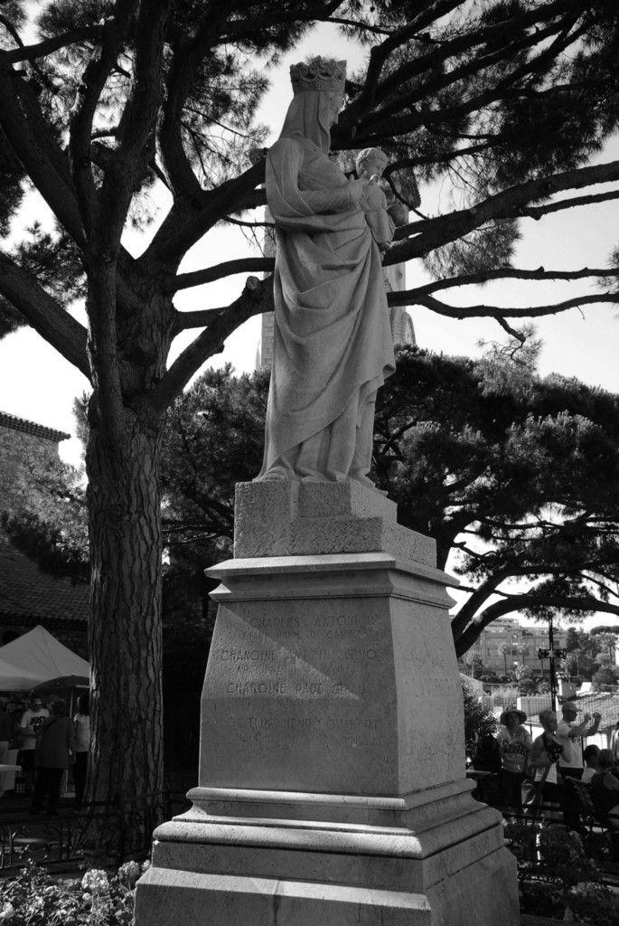 ET : Voici une photographie envoyée par Irène Payan de la Vierge sur l'esplanade du Suquet ( voir juillet 2015). La qualité du matériau laisse penser qu'il s'agit d'une reconstitution, à suivre.