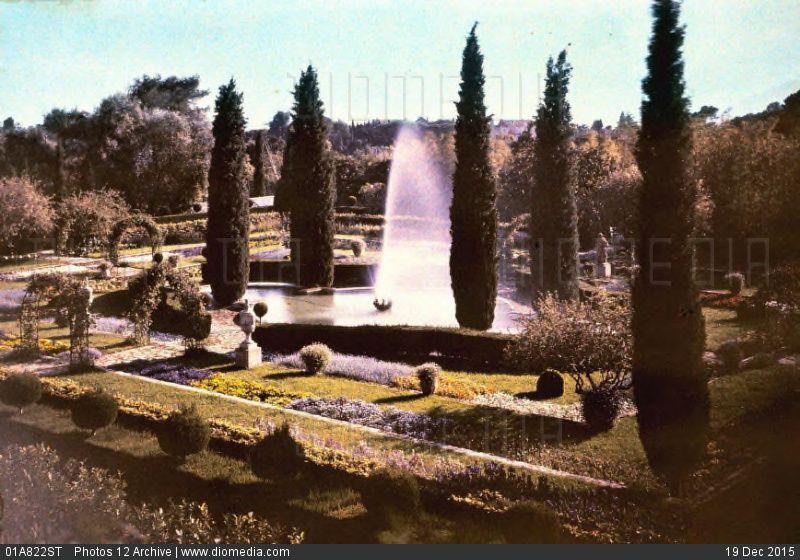 Villa Celesta , Bassin octogonal et son parterre de pensées, de myosotis et d'aubrétias. (Photo Internet)e