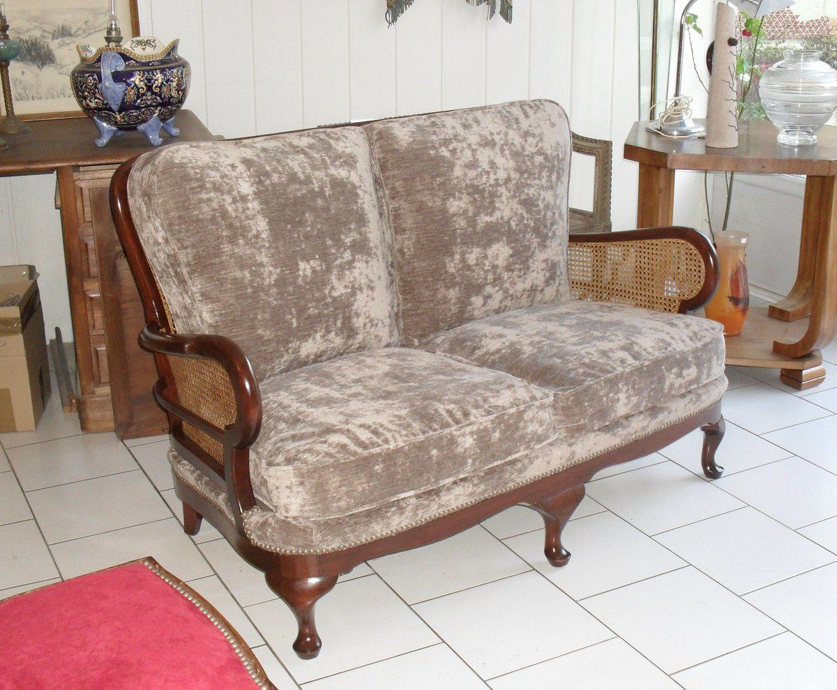 Canapé Chippendale en cannage et tapisserie