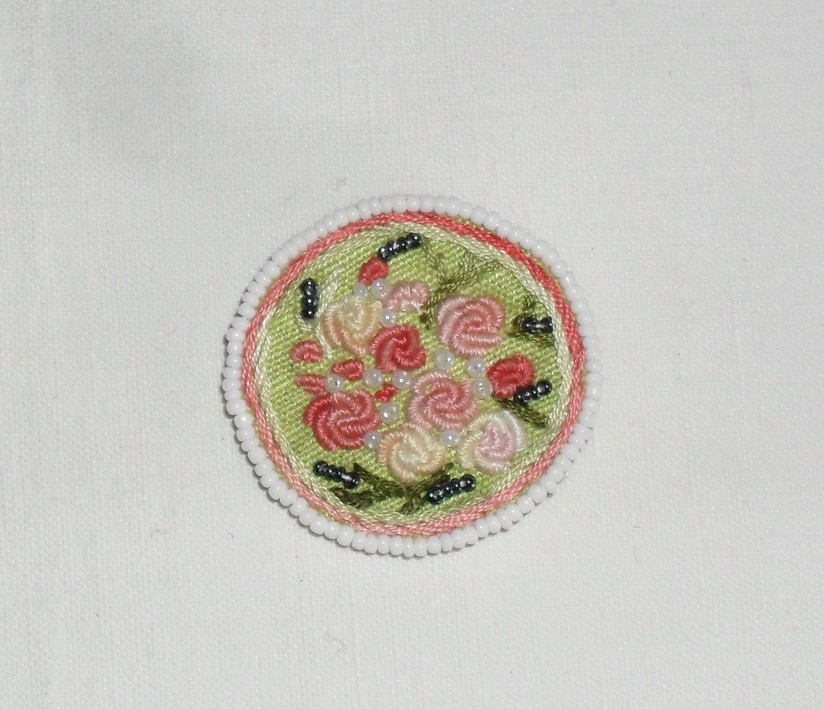 Bijoux fait main  hand-embroidery brooch