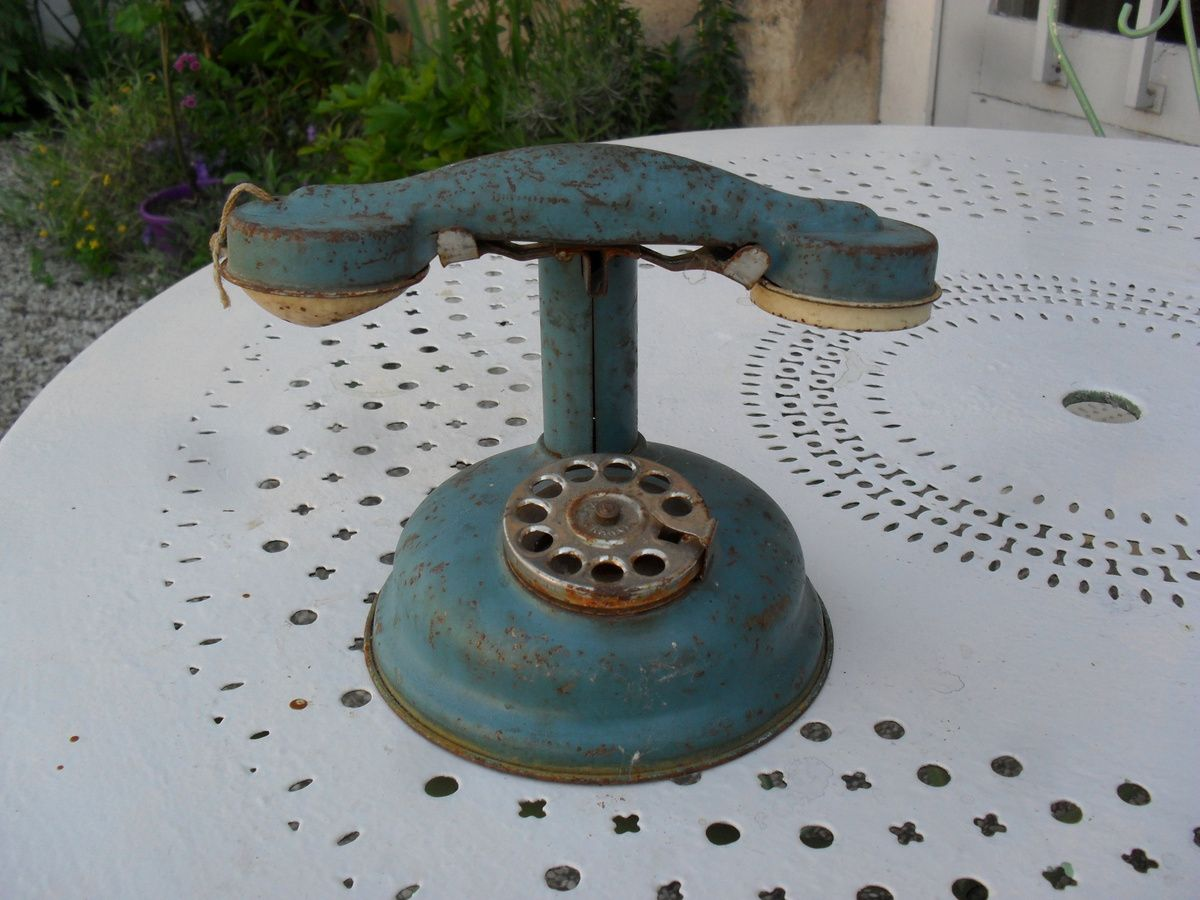 Jouet ancien de la marque JEP téléphone bleu en tôle émaillée